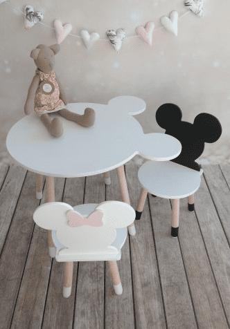 Kindertisch und Stuehle Mickey