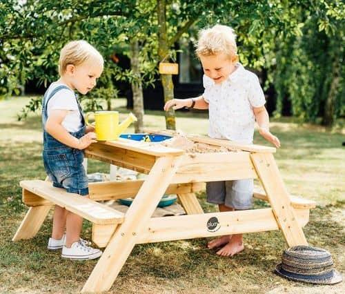 picknicktisch und spieltisch 2in1 mit b nken sand und. Black Bedroom Furniture Sets. Home Design Ideas