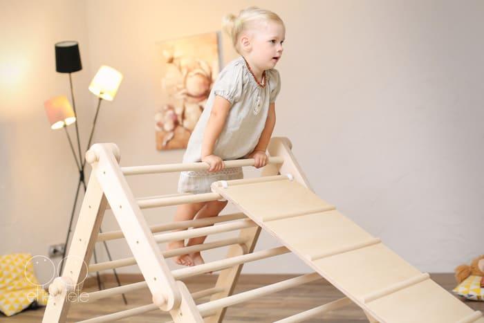 Kleinkind Klettert Dreieck : Pikler dreieck wandelbar neu online kaufen in der kinderspielewelt